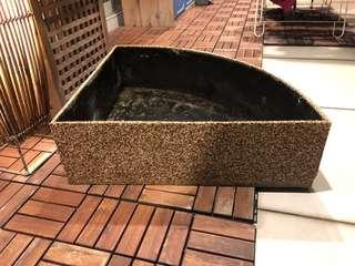 🚚 Solid fibreglass/pebblewash fountain pond