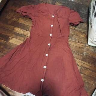 🚚 Rust button down sleeved dress