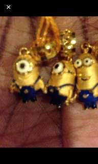 Minion pendant 916 gold