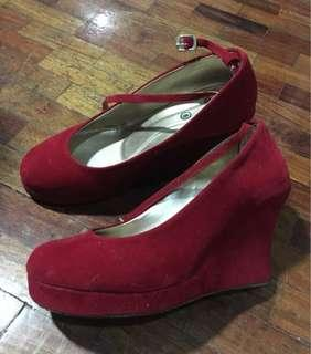 Red Closed Wedge (Size 9)