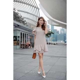 🚚 Laurinda Tulip Shift Dress in Almond