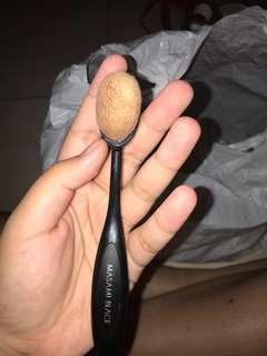 Oval brush foundation brush