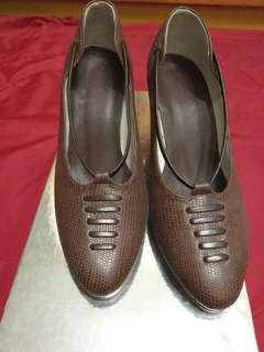 """Ladies hand-made 2.5"""" heeling shoes size 35"""
