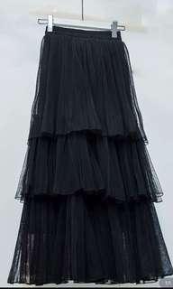 tier skirt in black