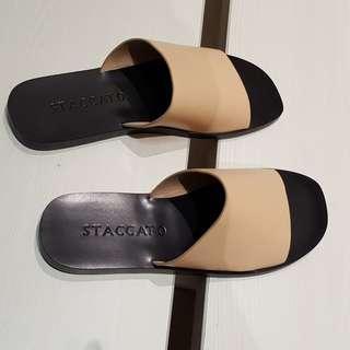 New - Staccato sandal (Apri)