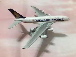 ● Airbus A380 Singapore Airlines Scale 1:400 飛機模型【痛苦的決定 ‖ 空航宣佈停產A380,係時候買返架珍藏珍藏!】空中巴士並非浪得虛名,係最重既!因為係飛行狀態,所以無展開滾輪(原裝亦無滾輪送贈)。無問題! $199