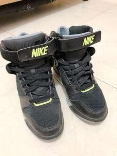 🚚 【NIKE】AIR REVOLUTION SKY HI經典復古鞋 599410012