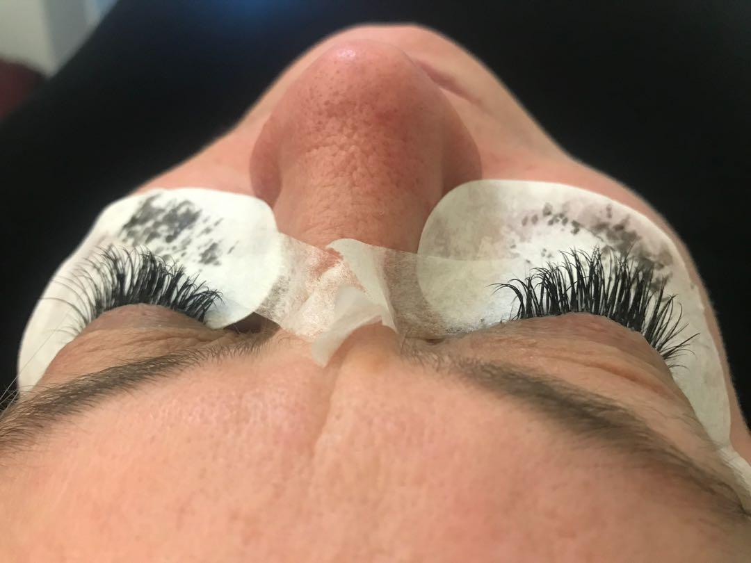 Full set of classic lash extensions - unlimited lash count