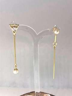 Asymmetrical dangle freshwater pearl earrings in silver 925 (yellow gold plated)