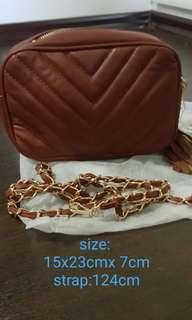 🚚 Brand new Melissa crossbody handbag with gold chain sling