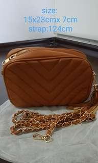 🚚 Brand New Melissa crossbody handbag with gold chain sling cross