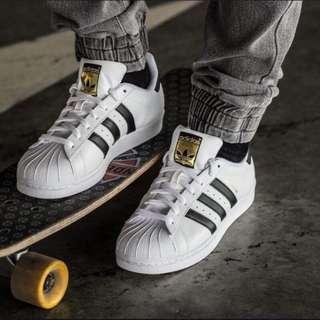 《優惠商品》Adidas 愛迪達 基本款黑白 金標 Superstar 男女 情侶鞋 全新 C77124