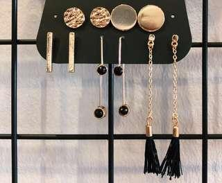 🚚 Minimalistic black and gold earrings set
