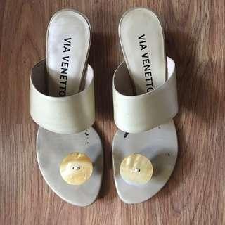 Via Venetto White Sandals