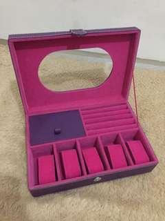 Kotak jam perhiasan