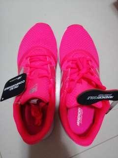 🚚 New Balance women's shoes