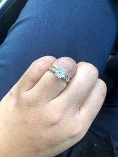 Yellow Gold 1 carat diamond cluster ring