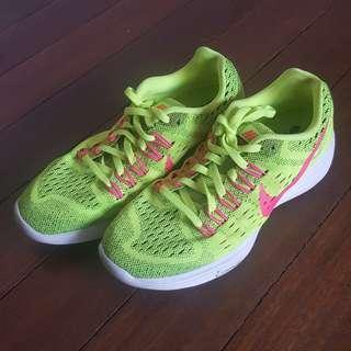Brand new! Nike Womens Neon Lunarlon