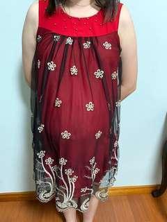 Red maternity dinner dress #MMAR18