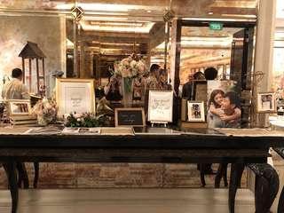 Rustic Gold Glamor Wedding Photo Album Table Styling