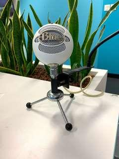 🚚 Blue Snowball USB Microphone for recording on computer w/ pop filter