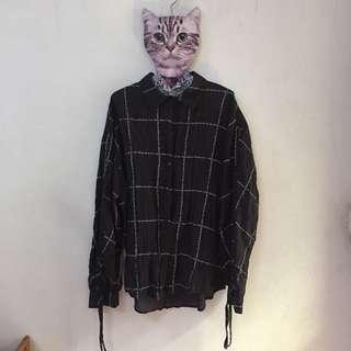 🚚 暗黑系 格紋皺摺感襯衫 薄襯衫 前短後長襯衫
