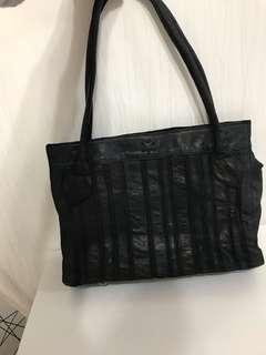 IT venilla suite leather tote