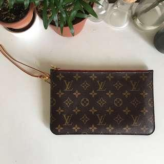 LOUIS VUITTON NEVERFULL MM POUCH IN MONOGRAM