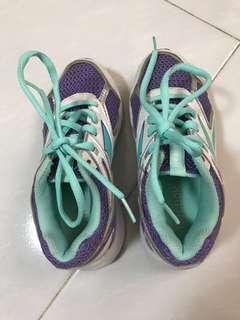 🚚 Reebok kids shoes