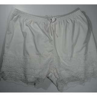 內搭安全褲(全新)蕾絲白色 100