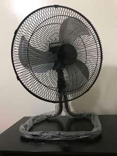 Excellent Condition Black Union Desk Fan