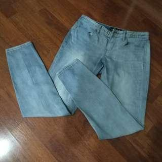 Giordano Low Rise Skinny Tapered Light Colored Jeans