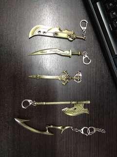 🚚 League of legends key rings