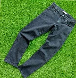 uniqlo slim fit selvedge jeans black