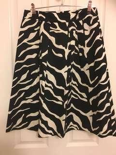 Size 6 Jacqui E skirt