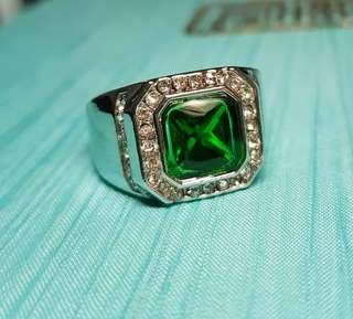 🚚 BN Stylish Men's Green Solitaire Ring With CZ Details
