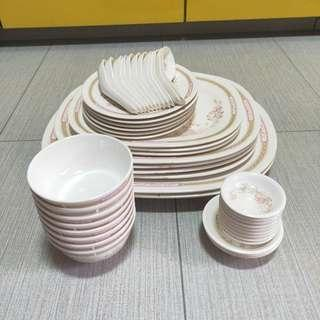 Side plates, serving plates, rice bowls, sauce plates, soup spoons