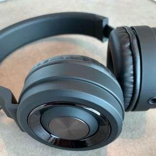 Wireless Headphones Sharper Image (SBT 558)
