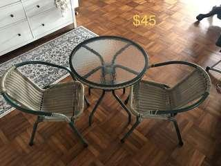 🚚 Coffee table and chairs