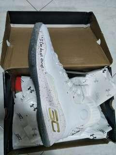 🚚 Curry 4 white and gold us 11 under armour basketball shoe