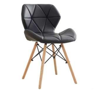 🚚 Eames Chair