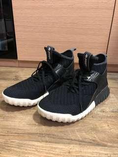 Adidas tubular 99% new, black us9.5