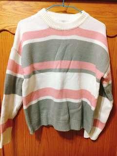 🚚 韓版圓領粉灰色條文針織毛衣