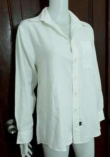 L-XL crisp white buttondown polo