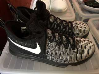7da4373d5149 Hoop Sneakers