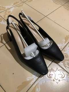 🚚 BNIB IORA Black Ladies Shoes