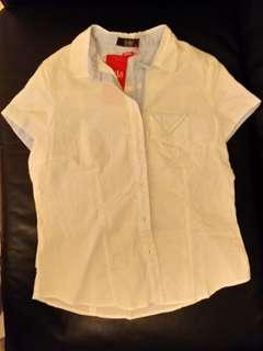 Brandnew summer white shirt                     全新夏日色彩短袖白恤衫。