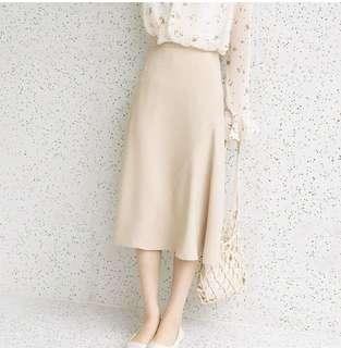 🚚 Beige Nude Midi Skirt