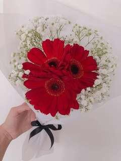 🚚 Gerbera bouquet with baby breaths