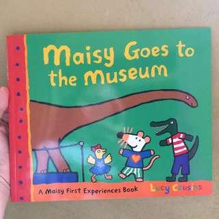Maisy Goes to the Museum: A Maisy First Experience Book by Lucy Cousins
